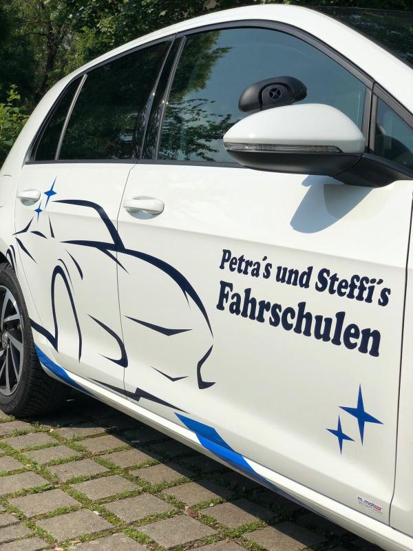 Logo: Petra's und Steffi´s Fahrschulen